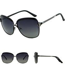 occhiali da sole con montatura in lega di grandi dimensioni