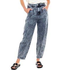 high waist black denim mom jeans con pinzas en delantero ecorecycle color blue