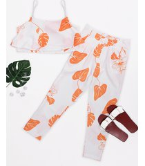 orange random hoja top corto estampado y trajes pantalones