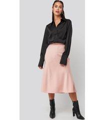 na-kd classic satin skirt - pink