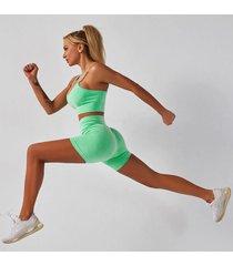 strój mix fitness kolor zielony spodenki i top