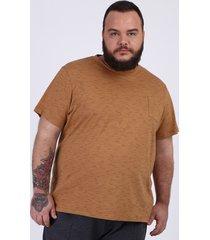 camiseta masculina plus size flamê com bolso manga curta gola careca bege escuro
