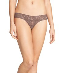 women's hanky panky signature lace low rise thong, size one size - brown