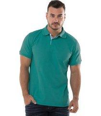camiseta tipo polo verde jade hamer fondo entero