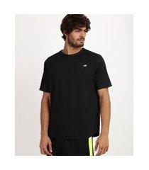 camiseta masculina esporte ace com bolso funcional e refletivos manga curta gola careca preta