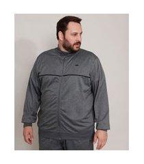 jaqueta plus size esportiva ace com bolsos e vivo contrastante gola alta cinza mescla