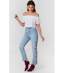 debiflue x na-kd embroidered ripped bottom jeans - blue