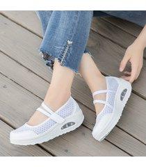 plataforma de malla de zapatos de mujer.