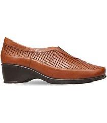 zapato perforado con elastico café caprino