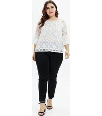 blusa blanca de manga larga con cuello redondo y talla grande