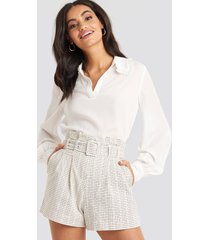 na-kd classic belted paperbag waist shorts - white