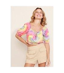 blusa feminina cropped texturizada estampada tie dye manga bufante decote redondo multicor