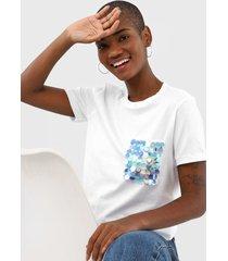 camiseta cativa bordada branca