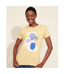 t-shirt feminina mindset vaso de planta manga curta decote redondo bege
