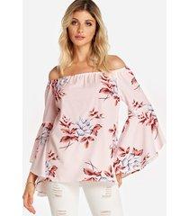 blusa sin espalda con estampado floral y hombros descubiertos rosa con mangas acampanadas