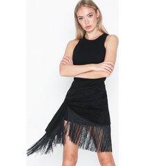 nly trend fringe tie skirt minikjolar