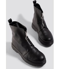 donnaromina x na-kd front zip chunky boots - black
