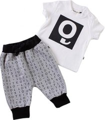 conjunto diseño letras gris little foot