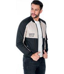 chaqueta para hombre negra y beige cremallera y bolsillos laterales con broche de punto
