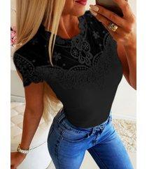 camiseta de manga corta con retales de malla de encaje cuello