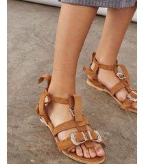sandalia camel desiderata peucan texan