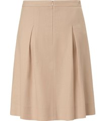rok in licht gerend model van peter hahn beige