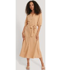 na-kd puff sleeve belted midi dress - beige