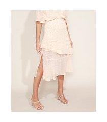 saia feminina midi texturizada estampada em camadas com babado e fenda bege claro