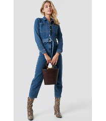 na-kd trend waist belt denim jumpsuit - blue