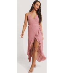 trendyol midiklänning med omlott och fransdetalj - pink