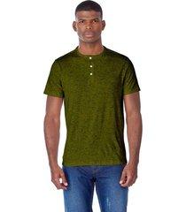 camiseta slim verde militar
