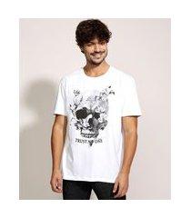 "camiseta masculina caveira trust no one"" manga curta gola careca branca"""