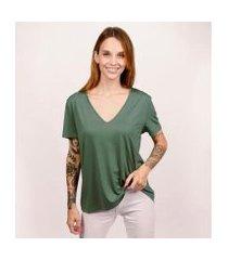 camiseta decote v ampla em modal terrário cora básico feminina