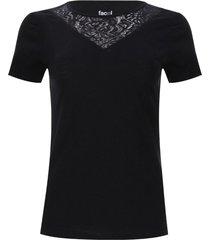 camiseta con encaje color negro, talla 6