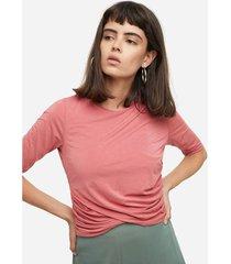 camiseta cruzada con elastico en puños y espalda