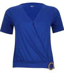 camiseta cruzada con detalle color azul, talla 10