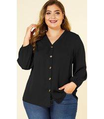 blusa con diseño de botones negros de talla grande yoins