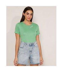 """camiseta com bordado paradise"""" manga curta decote redondo verde"""""""