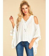 yoins blusa blanca con dobladillo asimétrico con hombros descubiertos y borde de lechuga