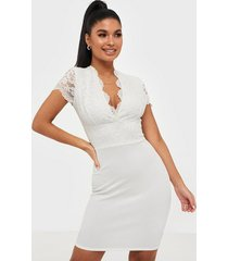 nly one cap sleeve lace dress fodralklänningar