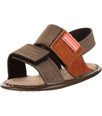 sandalia marrón  molekinha