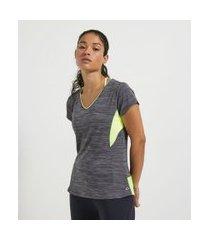 camiseta esportiva manga curta lisa com recortes   get over   cinza   p