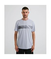 camiseta esportiva com estampa localizada listras   get over   branco   p