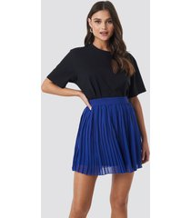 na-kd mini pleated skirt - blue