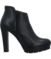 bailly ankle boots
