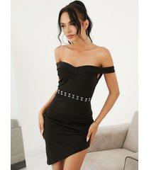 yoins mini hebilla metálica con hombros descubiertos negro vestido