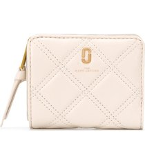 marc jacobs the quilted softshot mini compact wallet - white