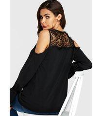blusa de manga larga con hombros descubiertos y encaje negro