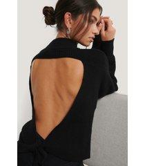 na-kd trend stickad tröja med öppen rygg - black