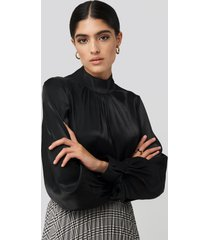 na-kd classic high neck loose fit blouse - black